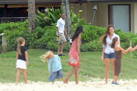 obama hawaii vacation house barack obama photos photos obama family vacation in hawaii zimbio