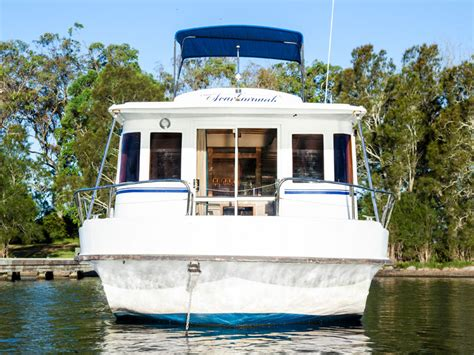 house boat holidays hire a boat for holidays lake macquarie houseboats