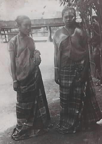 Perempuan Perempuan Perkasa Di Jawa Abad Xviii Xix Carey okta fashion baju bodo
