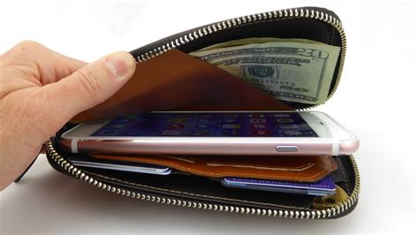 bellroy phone pocket   luxurious leather zip wallet