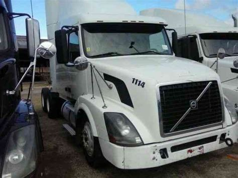 2006 volvo semi volvo vnl 630 2006 sleeper semi trucks