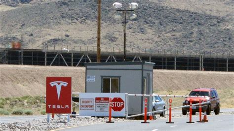 Tesla Motors New Factory Tesla Says Journalists Attacked Gigafactory Workers With A