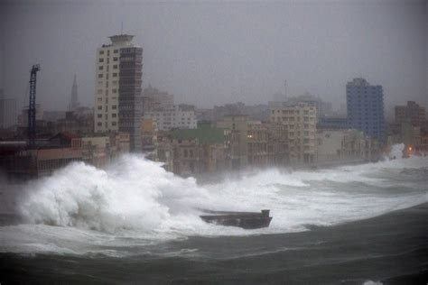 Hurricane L by Hurricane Packs 130 Mph Winds As 160 000 Wait In Shelters Portland Press Herald