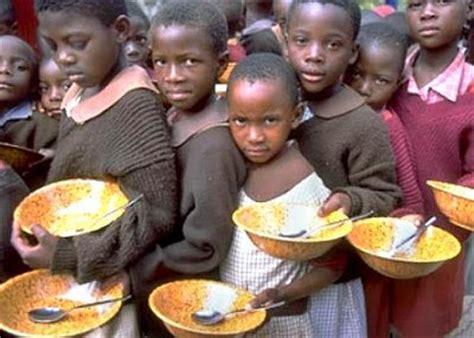 Jangan Takut Makan Enak 2 foto orang kelaparan dan orang yang makan enak yafi