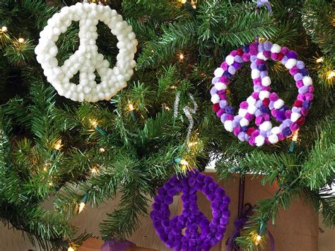 peace sign christmas lights how to make peace sign christmas ornaments how tos diy