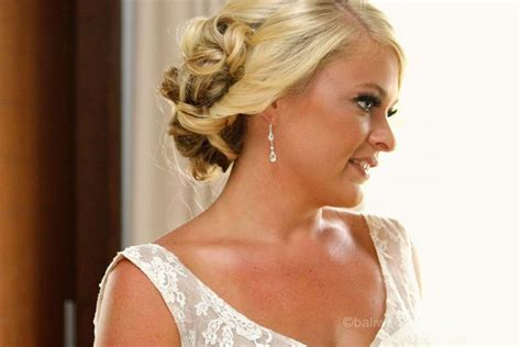 Wedding Hairstyles For Your Shape by Choosing A Wedding Day Hairstyle With Your Shape In