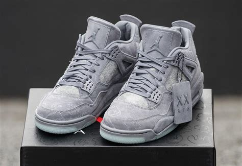 Sepatu Basket Air 4 X Kaws Gray kaws x air 4 iv retro xx air glow in the