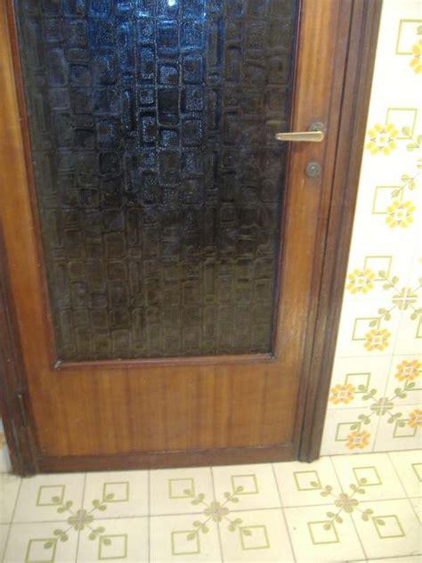 Rinnovare Porte Vecchie by Una Nuova Impiallacciatura Per La Porta Graffiata Dal