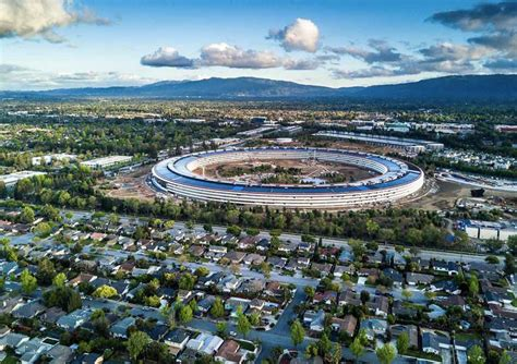 cupertino vuole tassare apple  base al numero dei