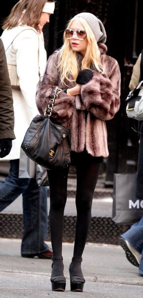Kate Hudson Strolls In Soho With by Kate And 11 02 2007 Kate