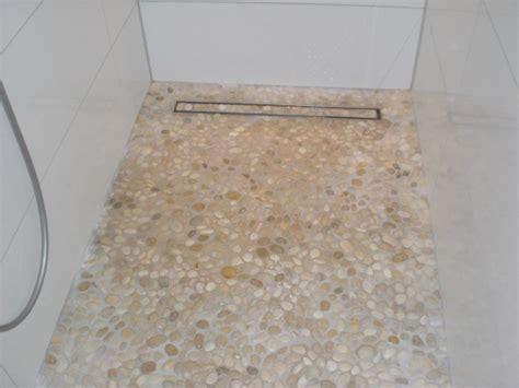 Badezimmer Fliesen Schnell Reinigen by Wie Fu 223 Boden In Dusche Bad Reinigen Haushalt Putzen