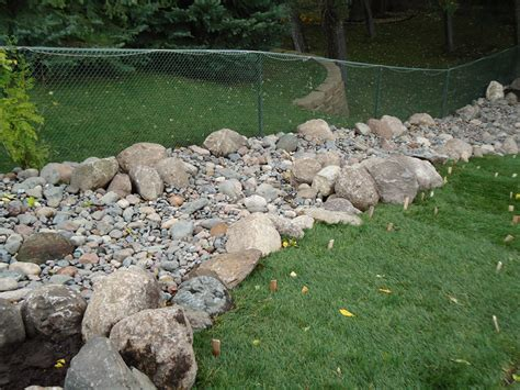 Landscape Edging With Boulders Cn R Lawn N Landscape Landscape Edging