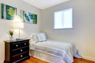 How To Decorate A Small Bedroom by Decorating A Small Bedroom Seven Simple Tips For You