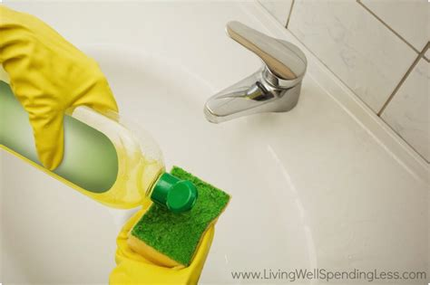 Bathtub Cleaning by Cleaning Supply 101 Cleaning Guide Beginner S