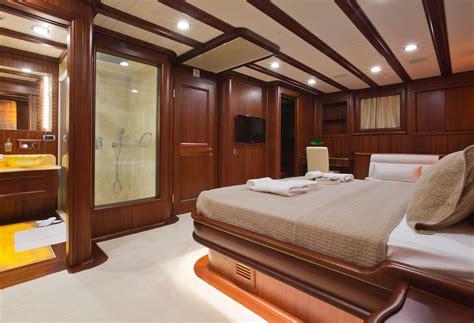 zeilboot james bond yacht regina featured in james bond movie skyfall