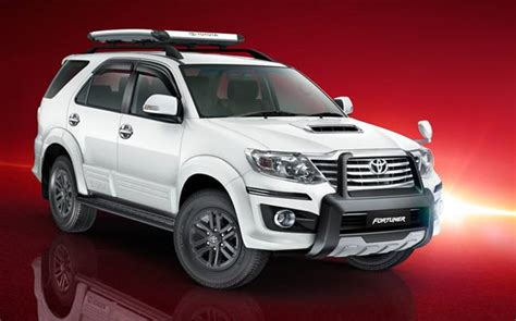 toyota motors india 2016 toyota fortuner debuts at motor india