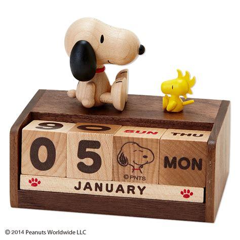 snoopy desk accessories snoopy wood wooden desk top perpetual calendar 2015 sanrio