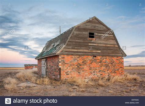scheune auf englisch verlassene scheune und hof backsteinbauten in 246 stlichen
