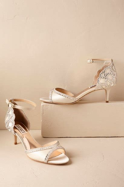 badgley mischka shoes comfortable happy feet make a happy bride say i do to these gorgeous