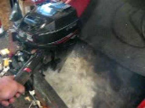 yamaha boat motor won t stay running 011 1988 8hp evinrude outboard running in test tank doovi