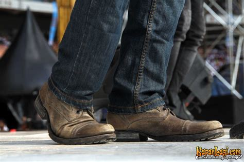 Kalung Ariel Hitam By ini dia alas kaki si pedagang sepatu ariel noah