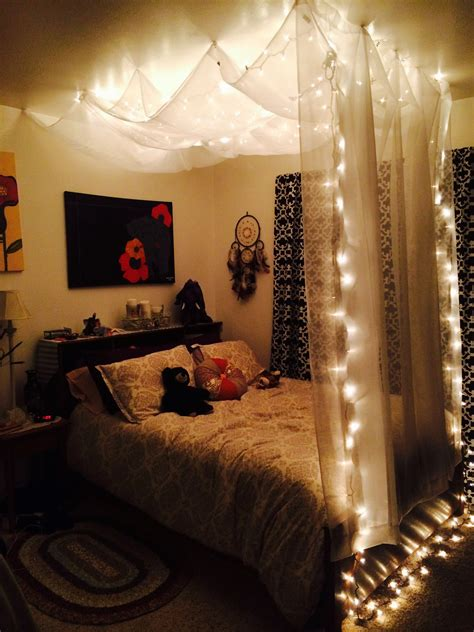 Bed With Curtains Hanging From Ceiling - quarto luzes diy hanging bed canopy using 5 sheer