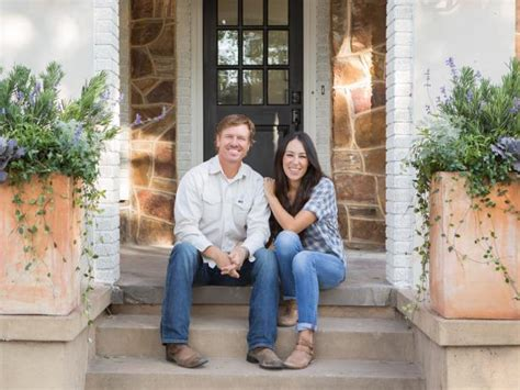 where does chip and joanna gaines live the flipper fixer upper hgtv s fixer upper with chip and