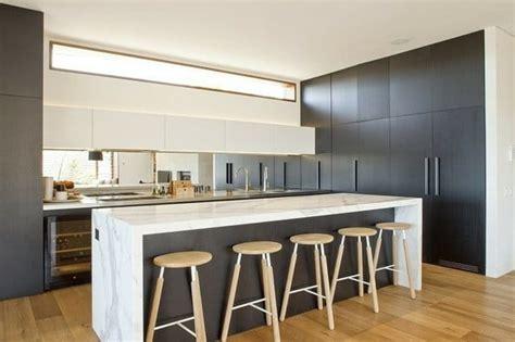 Formidable Cuisine Moderne Dans Maison Ancienne #1: cuisine-moderne-bois-clair.jpg