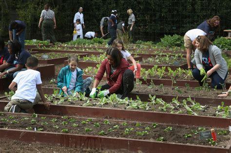 Schoolchildren Help Michelle Obama Plant 7th White House Obama Vegetable Garden
