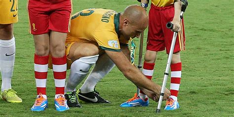 how to tie football shoes world cup player stops to tie shoe for boy on crutches
