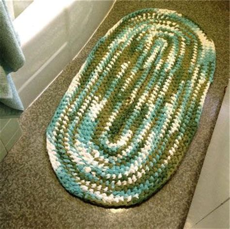 how to crochet a rug with fabric how to make a rag rug step by step rag rugs or braided rugs anyone how to make