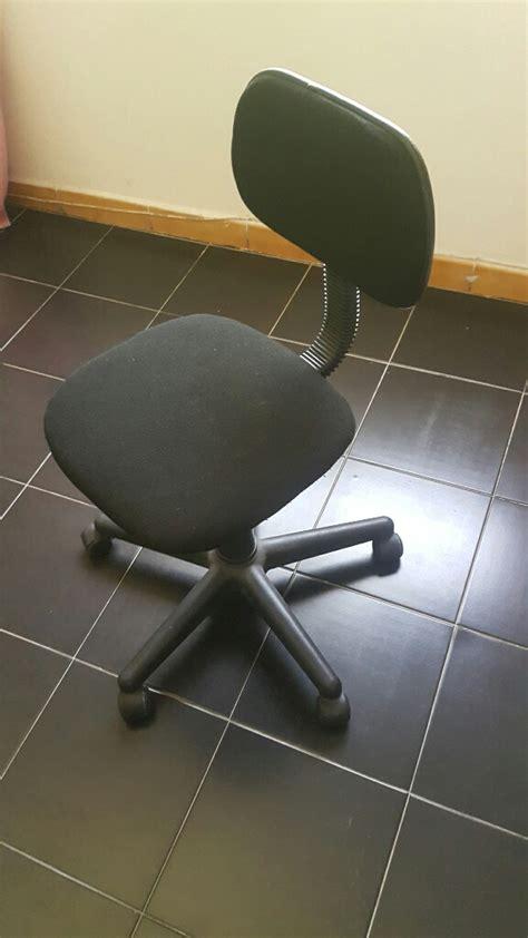bureau enfant noir chaise de bureau enfant tissus noir a roulettes 224 djibouti