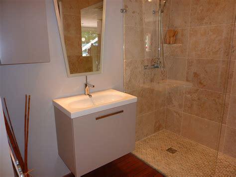 Charmant Amenager Une Salle De Bain De 7m2 #1: showroom-de-salle-de-bain-carrc3a3c2a9-deau-amenagement-salle-de-bain-pour-handicapc3a9-amc3a9nagement-salle-de-bain-petite-surface.jpg