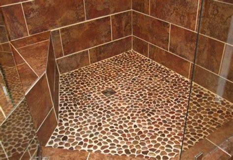 decorar desagues platos de ducha con piedras de rio reformas ducha y ba 241 o
