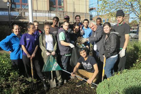 South Thames College Morden | south thames college students help with civic centre clean