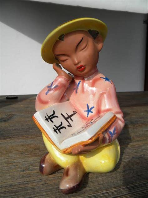 figure finder 22cm gmundner keramik figur sitzender lesender