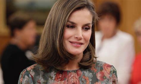 imagenes hola reina el nuevo vestido zara de la reina letizia ya tiene su