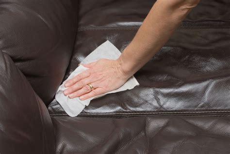 nettoyer un canapé cuir comment nettoyer un canap 233 en cuir conseils et astuces