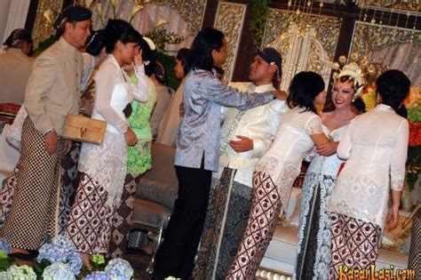 Batik Princes Mahkota wedding dress gallery gaun pengantin reny sutiyoso