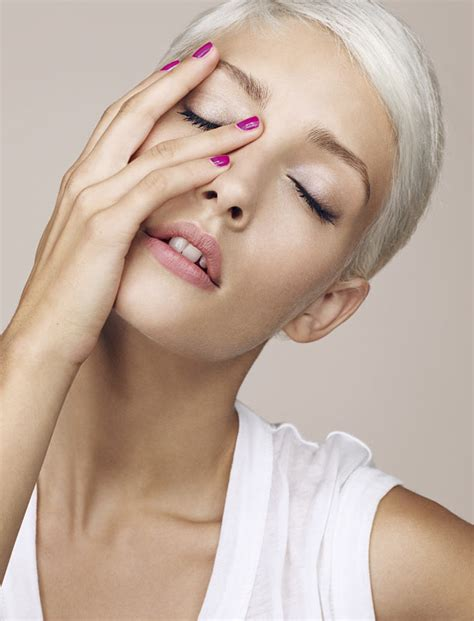 Eyeliner Pixy White platinum hair color styles images