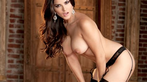 Top 30 Sunny Leone Nude Photos Collections