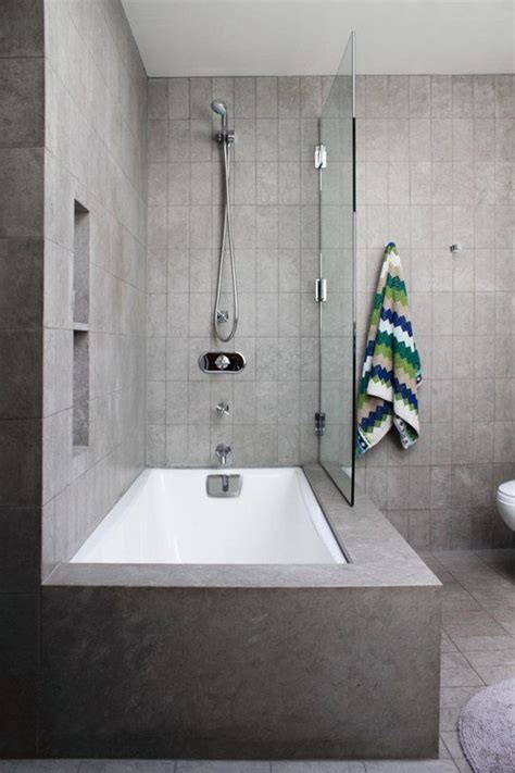 bathroom tub shower ideas 25 best ideas about bathtub shower combo on pinterest