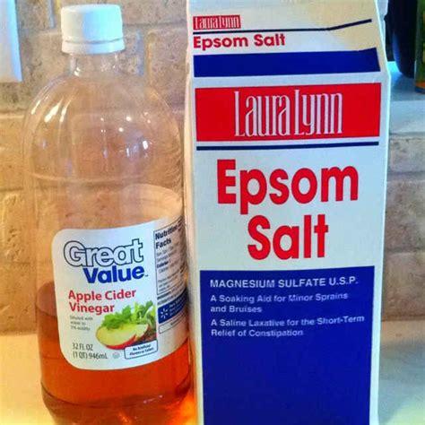 Does Soaking In Epsom Salt Detox Your by 17 Best Ideas About Foot Soak Vinegar On Skin