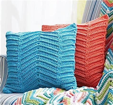 zig zag chevron crochet pattern crocheted zigzag chevron pillows allfreecrochet com