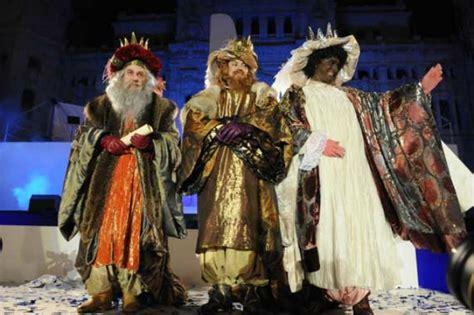 imagenes de los reyes magos en persona madrid quiere un rey baltasar quot de verdad quot y no pintado de