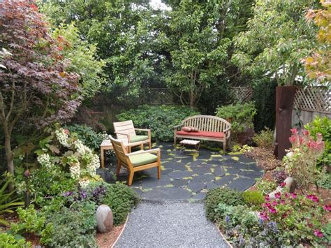 25 best ideas about garden sitting areas on