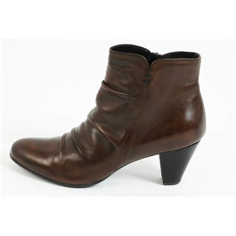 cara ankle boots in brown leather mozimo
