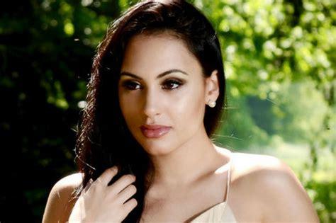 biography of movie khiladi deana uppal actress model hot unseen wallpapers pics