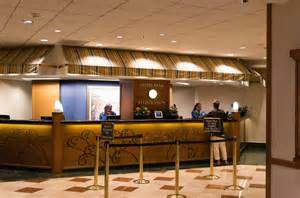 front desk officer file front desk paradise pier hotel 2014 jpg wikimedia
