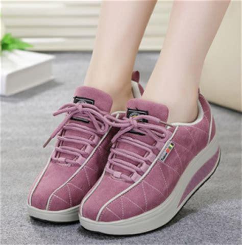 Sepatu Sneakers Tali Bintang Merah Hitam Garis Wanita fashion style sepatu wanita sekarang cari info model